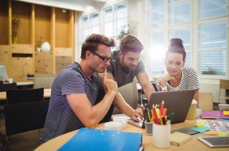 personas emprendedoras trabajando con el método Lean Startups